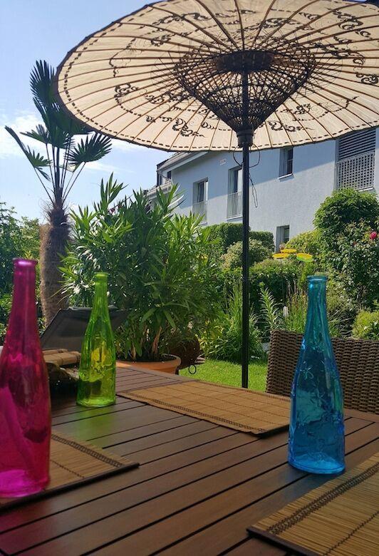 asiatischer sonnenschirm l sst terrasse strahlen. Black Bedroom Furniture Sets. Home Design Ideas