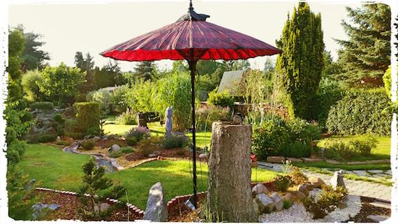 Sonnenschirm-japanischer-Garten