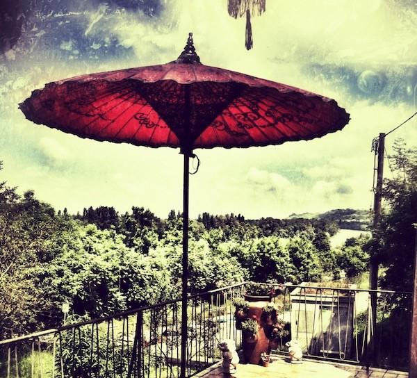 Asiatische Sonnenschirme , Ein Sonnenschirm Als Eyecatcher Auf Der Dachterrasse