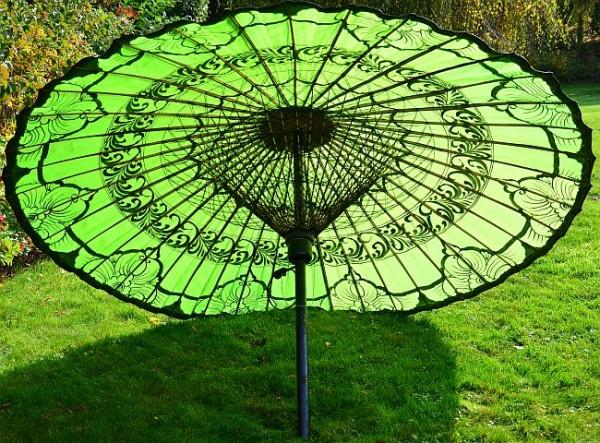 Asiatischer Sonnenschirm ein asiatischer bambusschirm mit extravaganz