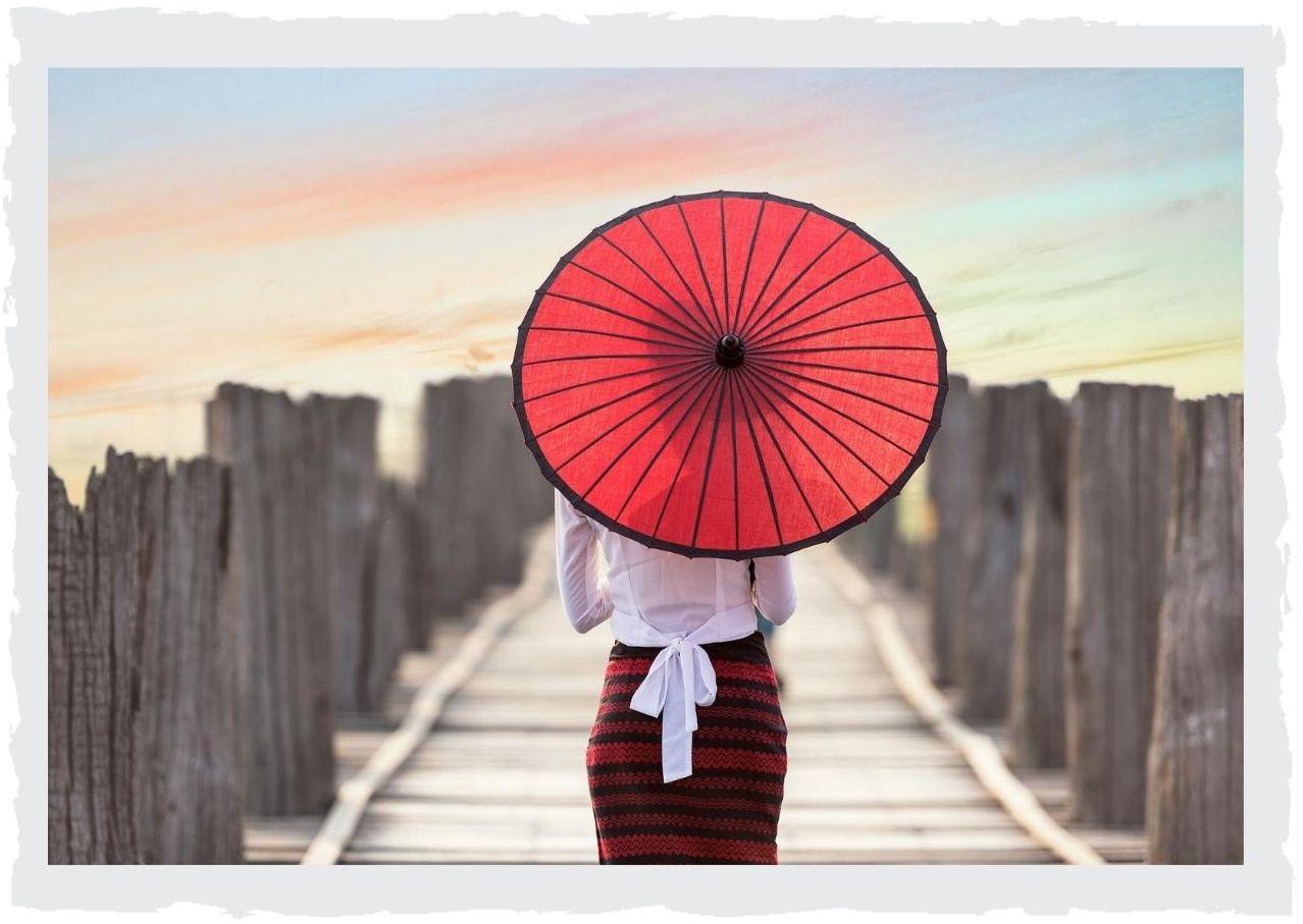 Sonnenschirm-rot-Bruecke