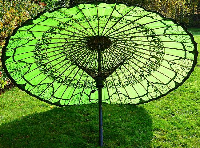 Asiatische Sonnenschirme , Ein Asiatischer Bambusschirm Mit Extravaganz